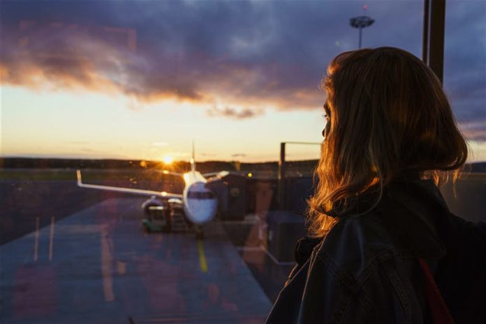 womanlookingatplane