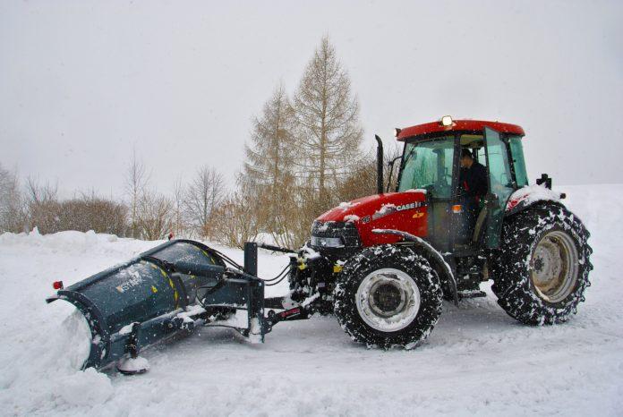 snow-removal-ice-shovel-tractor-nykdaily-arushisana