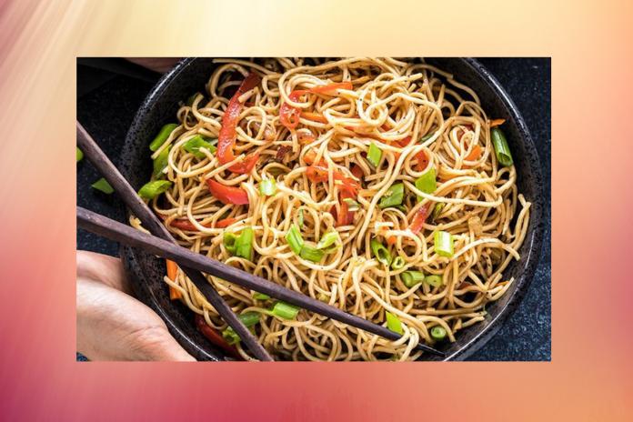 hakka-noodles-recipe-restaurant-style-simple-nykdaily-arushisana
